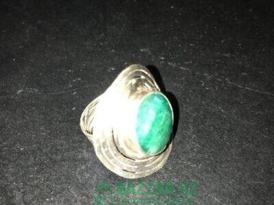 Продам кольцо с изумрудом