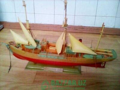 Модель корабля военного