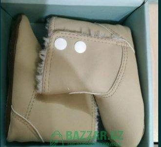 Продаются бежевые сапожки для малышей новые, от 12