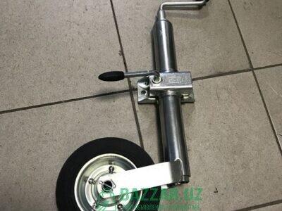 Опорное колесо легкового прицепа в сборе
