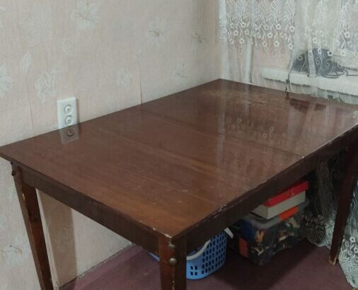 продаю диван и стол