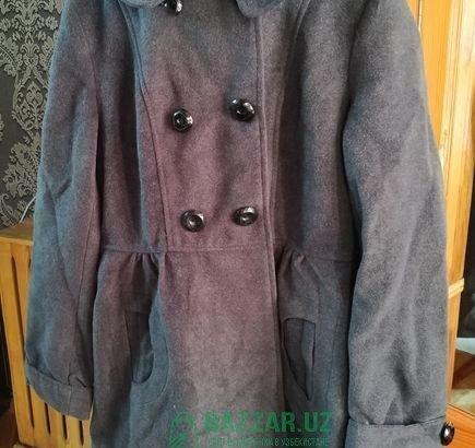 Новые демисезонные пальто серого и черного цвета