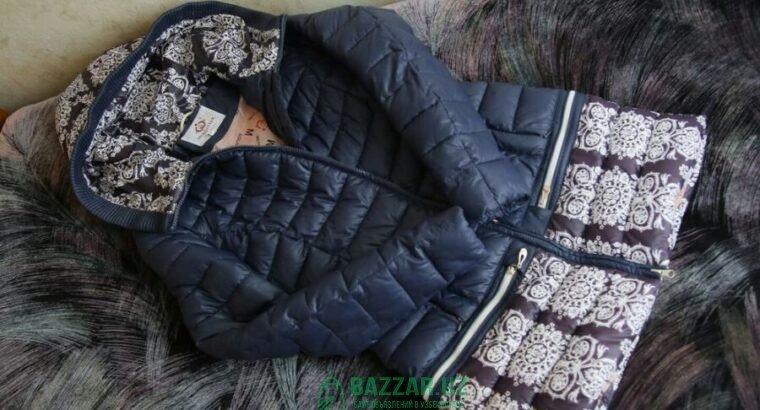 Продаётся теплая куртка в идеальном сотоянии.