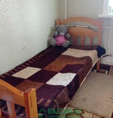 Кровать ва шкаф сотилади